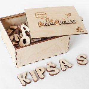 Medinių raidžių rinkinys dėžutėje